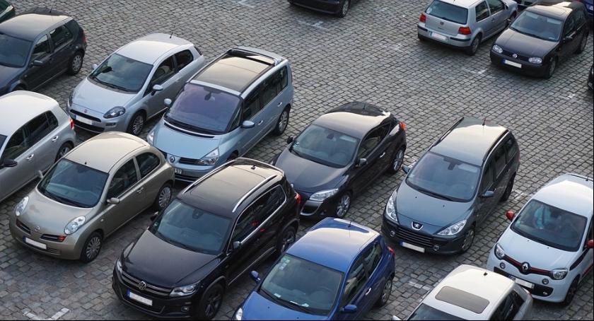Urzędy, Wycenią parkowanie Brodnicy - zdjęcie, fotografia
