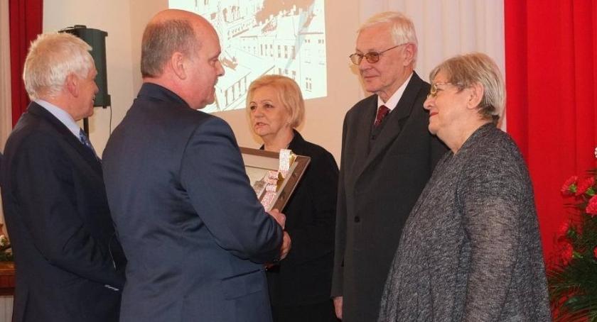 Ciekawi ludzie, Nagradzali dziękowali Pałacu Wazówny - zdjęcie, fotografia